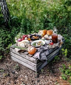 ⚜️Ana Rosa⚜️ Picnic Dinner, Beach Picnic, Picnic Table, Romantic Picnics, Romantic Dinners, Picnic Foods, Picnic Recipes, Outdoor Parties, Picnic Parties