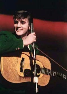 Elvis Presley Shot By Alfred Wertheimer Elvis Guitar, Elvis Cd, Rock And Roll, Robert Sean Leonard, Young Elvis, Star Wars, Elvis Presley Photos, Star Pictures, George Strait