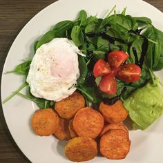 Desperately in need for some #healthy #soulfood for #dinner tonight.  #fresh #spinach with #poachedegg #roasted #sweetpotato and a little #avocadodip | #tomato #guacamole #poached #healthydinner #eatclean #eathealthy #foodporn #feedfeed #instafood #instagood #foodlover #foodporn #lowcarb #highprotein #foodstagram #cleaneating #eatyourgreens #eggs #foodie