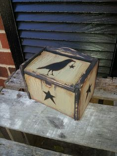 primitive crow and star box