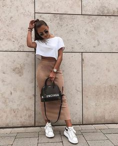 45 Cute Crop Tops Every Girl Should Own in 2019 – Summer outfits 80s Fashion, Look Fashion, Fashion Outfits, Female Fashion, Korean Fashion, Winter Fashion, Fashion Quiz, Parisian Fashion, Fashion Tag