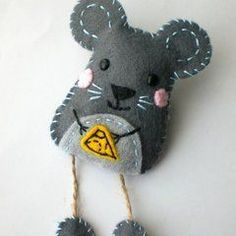 felt mouse brooch: