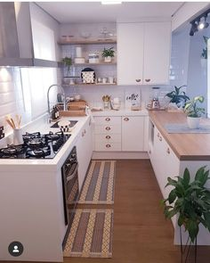 What You Need to Do About Small Kitchen Decor Ideas to Maximize The Space Ideas Beginning in the Next Ten Minutes - elliahome Home Decor Kitchen, Interior Design Living Room, Home Kitchens, Kitchen Ideas, Küchen Design, House Design, Decoration Inspiration, Design Inspiration, Decor Ideas