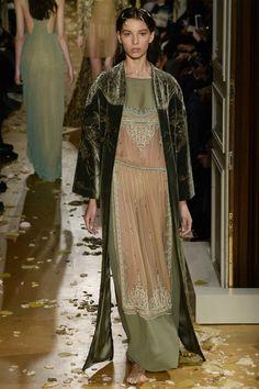#SuzyCouture: Valentino Resurrects Fortuny's Magic - мода, красота, украшения, новости, тренды, коллекции брендов одежды, обуви и аксессуаров: все новинки в онлайн-версии журнала Vogue.