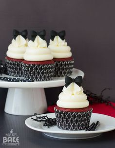 Red Velvet Cream Cheese Cupcakes | Make.Bake.Celebrate | Bloglovin'