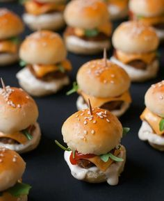25 glorious finger foods for snacks in small quantities - # for . - 25 glorious finger foods for snacks in small quantities – - Mini Hamburgers, Cheeseburgers, Mini Burger Buns, Hamburger Sliders, Hamburger Buns, Hamburger Recipes, Bite Size Snacks, Bite Size Food, Wedding Appetizers