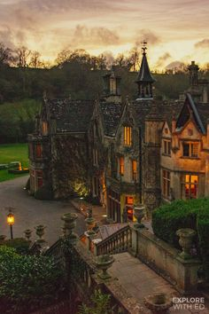 Beautiful Castles, Beautiful Places, Paradis Sombre, Manor House Hotel, Places To Travel, Places To Visit, Castle Combe, Picture Postcards, 10 Picture