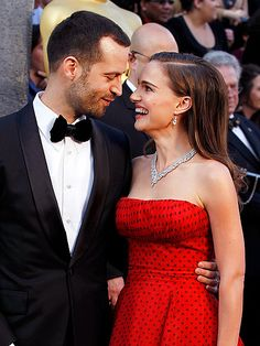 <3 With baby Aleph at home, last year's Best Actress winner, Natalie Portman, and fiancé Benjamin Millepied only have eyes for each other on Oscar night. MORE Oscar Couples: http://bit.ly/ArQRwj