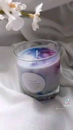 Candles In Jars, Make Candles, Diy Unique Candles, Diy Candle Ideas, Cool Candles, Diy Candles Video, Diy Candles With Flowers, Decorative Candles, Beautiful Candles