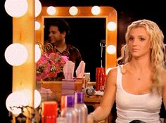 Oooh, gotta contour! #funny #gif #britney #britneyspears #makeup #celebrity #celebritymakeup #contouring #howot