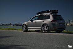 Gray VW Touareg with Custom Chrome Wheels - Photo by SR Auto Group Touareg Vw, Vw Toureg, Vw Corrado, Chrome Wheels, Vw Cars, Military Discounts, Us Images, Cars And Motorcycles, Cars