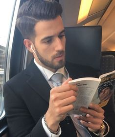 Instagram-Account-Shares-Hot-Dudes-Reading-Books Good Books, Books To Read, Reading Books, Guys Read, Nyc Subway, Man Images, Books For Boys, A Guy Who, Concrete Jungle