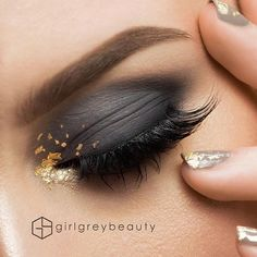 We can't get enough of this glamorous black and gold eyeshadow!