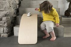 Wobbel balance board: The wooden toy that moves young and old.<br /> Free shipping to The Netherlands, Belgium, Luxembourg and Poland.<br /> Low, flat rate fares for other European countries.