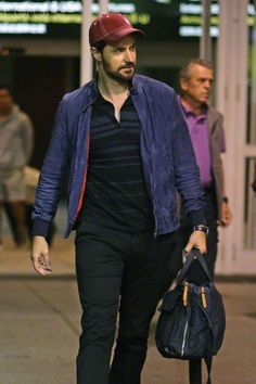 Richard Armitage arrives in Vancouver after Comic-Con 2015
