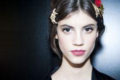 Le défilé Dolce & Gabbana automne-hiver 2015-20146, côté backstage http://www.vogue.fr/beaute/en-coulisses/diaporama/fwah2015-les-backstage-beaut-du-dfil-dolce-gabbana-automne-hiver-2015-2016/19399