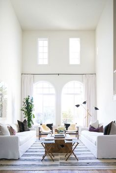 Adorable Minimalist Living Room Designs – Home Interior and Design Coastal Living Rooms, Living Room Interior, Living Room Furniture, Living Room Decor, Living Spaces, White Couch Living Room, High Ceiling Living Room, Apartment Interior, Dining Rooms