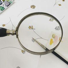 Manchmal muss die Lupe her, trotz Brille ;-) #flowerdoodling #studiokaramelo #hinterdenkulissen