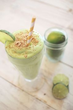What could be better than enjoying a piece of key lime pie in a rich creamy shake packed with protein! This shake makes an excellent breakfast or snack, and is so delicious that you will have a hard time believing that it is actually good for you! Protein Smoothies, Smoothie Proteine, Protein Shake Recipes, Green Smoothies, Breakfast Smoothies, Smoothie King, Smoothie Cleanse, Morning Smoothies, Smoothie Blender