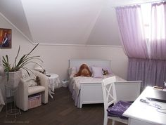 Young girl's bedroom