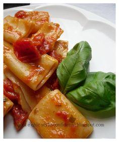 PACCHERI AI TRE POMODORI : fior di filetti - pomodori secchi - pomodorini / paccheri with 3 tomatoes : fresh fillets , dried tomatoes and cherry tomatoes