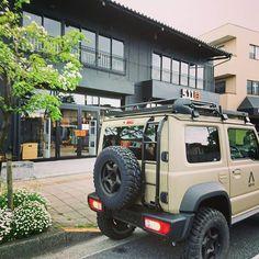 本日はバンビー号で5.11 TOKYOへ!フレックスフィットのキャップをゲット!キャンペーン中でステッカーシートと水もいただいちゃいました。 スリムフィットのデニムがいい感じだったので次は買いにいきたい!  #511 #511tactical #511tokyo #東京 #福生 #ジムニー #ジムサバ #jimmy #jb74 #バンビー号 #バンビー Jimny 4x4, Jimny Sierra, Jimny Suzuki, Truck Mods, Ham Radio, Jeeps, Offroad, Trailers, Samurai