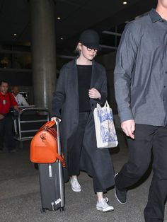 Emma Stone Photos - Emma Stone is seen at Los Angeles International Airport in Los Angeles, California. - Emma Stone at LAX