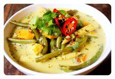 Thai Green Curry. Gluten Free, Dairy Free, Vegan & Paleo. Recipe on www.thelittlegreenspoon.com