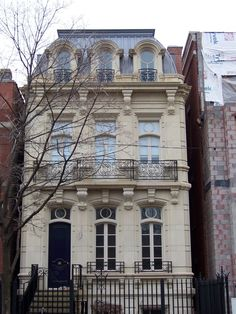 New Classical Townhouse in Chicago (completed Beatus Est: October 2010 New Classical Architecture, Architecture Art Nouveau, Classic Architecture, Beautiful Architecture, Residential Architecture, Architecture Design, Townhouse Exterior, Casa Retro, Ville New York