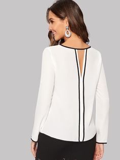 Keyhole Back Contrast Binding Top – Marvy Bae Blouse Styles, Blouse Designs, Fashion News, Fashion Outfits, Spring Shirts, Roll Up Sleeves, Mode Inspiration, Types Of Sleeves, Casual Chic