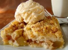 Zucchini Cobbler - tried it, it was delicious! Tasted like apple cobbler, and was a great use of zucchinis from my garden Just Desserts, Delicious Desserts, Dessert Recipes, Creative Desserts, Sweet Desserts, Dessert Ideas, Apple Cobbler, Cobbler Recipe, Apple Pie