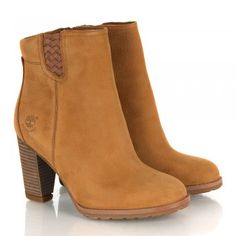 The Timberland Women's Earthkeepers® Stratham Heights WP Ankle Boot is a must have this season. This stylish Timberland boot is waterproof and boasts anti-fatigue and suspension heel technologies, providing you with a comfortable, on-trend boot