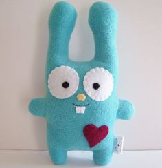 happy aqua felt bunny Pic onlyHappy Bunny Plush (inspiration) More on site a small version of this would make a really cute key chain fobI just like his buck teeth and big eyes :)DIY Upcycle Bunny Plush Ever wonder what you can do with your worn out Sewing Toys, Sewing Crafts, Sewing Projects, Felt Bunny, Bunny Plush, Cute Crafts, Felt Crafts, Ugly Dolls, Fabric Toys