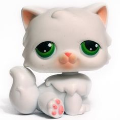 LPS#0015 PERSIAN CAT Indoors pet pairs pet.This cat has fluffy white fur and green eyes.