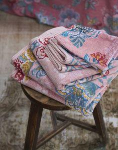 Pip Studio the Official website - Baddoek Berry Bird roze Pip Studio, Studio Art, Berry, Bird Prints, Bed & Bath, Towel Set, Art Studios, Bath Towels, Victorian
