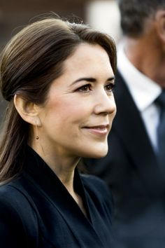 """Crown Princess Mary visited the kindergarten Troldehøj in connection with the Mary Foundation's project """"LæseLeg"""". 26 November 2013."""