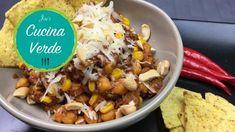 Kichererbsen-Chili - One Pot - Rezept von Joes Cucina Verde Rice, Breakfast, Food, Chilli Recipes, Chickpea Recipes, Grated Cheese, Gazpacho Soup, Morning Coffee, Eten