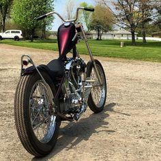 Awesome old skool chopper ! Chopper Motorcycle, Bobber Chopper, Motorcycle Art, Motorcycle Garage, Bike Art, Custom Bobber, Custom Harleys, Custom Bikes, Harley Davidson Chopper