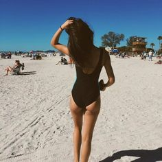 Pinterest: @sophia_holl Summer Pictures, Beach Pictures, Summer Photography, Photography Poses, Foto Casual, One Step, Beach Poses, Girl Inspiration, Petite Women