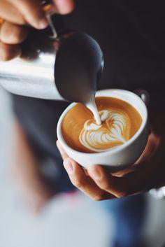 Best latte art designs for beginners #coffee #latte #latteart #barista #latteaesthetic Coffee Shop, Coffee Type, Coffee Art, Coffee Mugs, Coffee Maker, Coffee Enema, Coffee Dripper, Coffee Machine, Coffee Tables