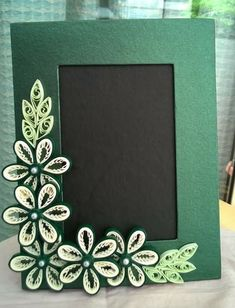 Photo Frame - Great Article With Lots Of Insights About Photography Paper Quilling Cards, Paper Quilling Patterns, Paper Quilling Jewelry, Neli Quilling, Quilling Paper Craft, Quilling Flowers, Paper Flowers, Quilling Photo Frames, Quilling Techniques