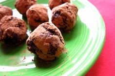 Recipe: Gluten-free, no-bake brownie balls You'll never guess by their taste that these mini-brownie bites are gluten-free and vegan. Try them as a weeknight dessert or a family get-together. Healthy Sweets, Healthy Baking, Healthy Snacks, Healthy Recipes, Healthy Brownies, No Bake Brownies, Vegan Brownie, Weight Watcher Desserts, Weight Watchers Meals