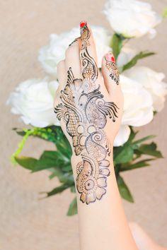 Diwali 2019 Special Mehndi Design for Hand Latest Mehndi Design Images, Mehndi Designs For Girls, Henna Designs Easy, Mehndi Images, Latest Mehndi Designs, Mehendi Simple, Simple Henna, Best Mehndi, Bridal Mehndi
