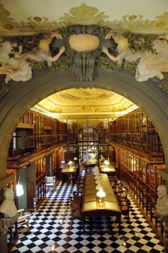 Gorgeous library in Barcelona, Spain. We could spend hours here!!