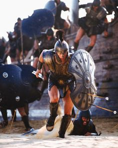 Brad Pitt depicting the famous warrior Achilles storming the beaches of Troy in the movie adaption of the Trojan War 'Troy' starring alongside Aussie Eric Banner. Troy Film, Troy Movie, Movie Scene, Troy Achilles, Best Action Movies, Greek Warrior, Films Cinema, Trojan War, Ancient Greece