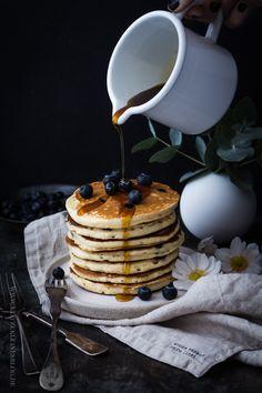 Mein feinstes Rezept für Blaubeer-Joghurt-Pancakes mit Ahornsirup