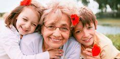A partir de esta foto pretendo fomentar el cuidado y respeto hacia nuestros mayores. Una actividad con la que se puede relacionar es con la visita en el cole de los abuelos y abuelas del alumnado.