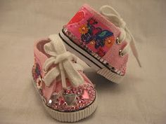 Does your American Doll need some bling bling shoes?  DIY Tiny Twinkle Toe Shoes for American Girl Dolls!