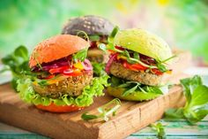 quick homemade lentil burgers, made with canned lentils Becoming Vegetarian, Going Vegetarian, Vegetarian Cooking, Vegetarian Recipes, Burger Recipes, Raw Food Recipes, Healthy Recipes, Healthy Food, Steak Soja