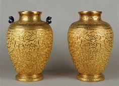 Pair of vases - glazed , gold (metal) , lapis lazuli , repoussé. Qianlong's reign (1736-1795) - China.   Photo (C) RMN-Grand Palais (Château de Fontainebleau) / Gérard Blot
